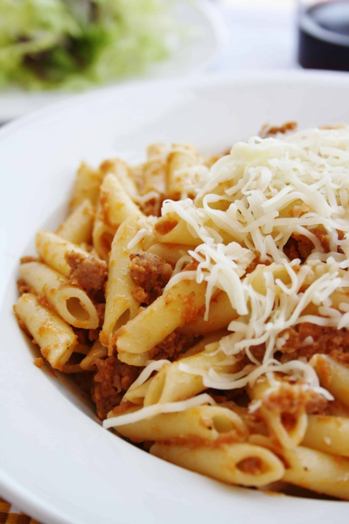 pasta with pork meat and tomato and onion paste (macarrons) with grated cheese