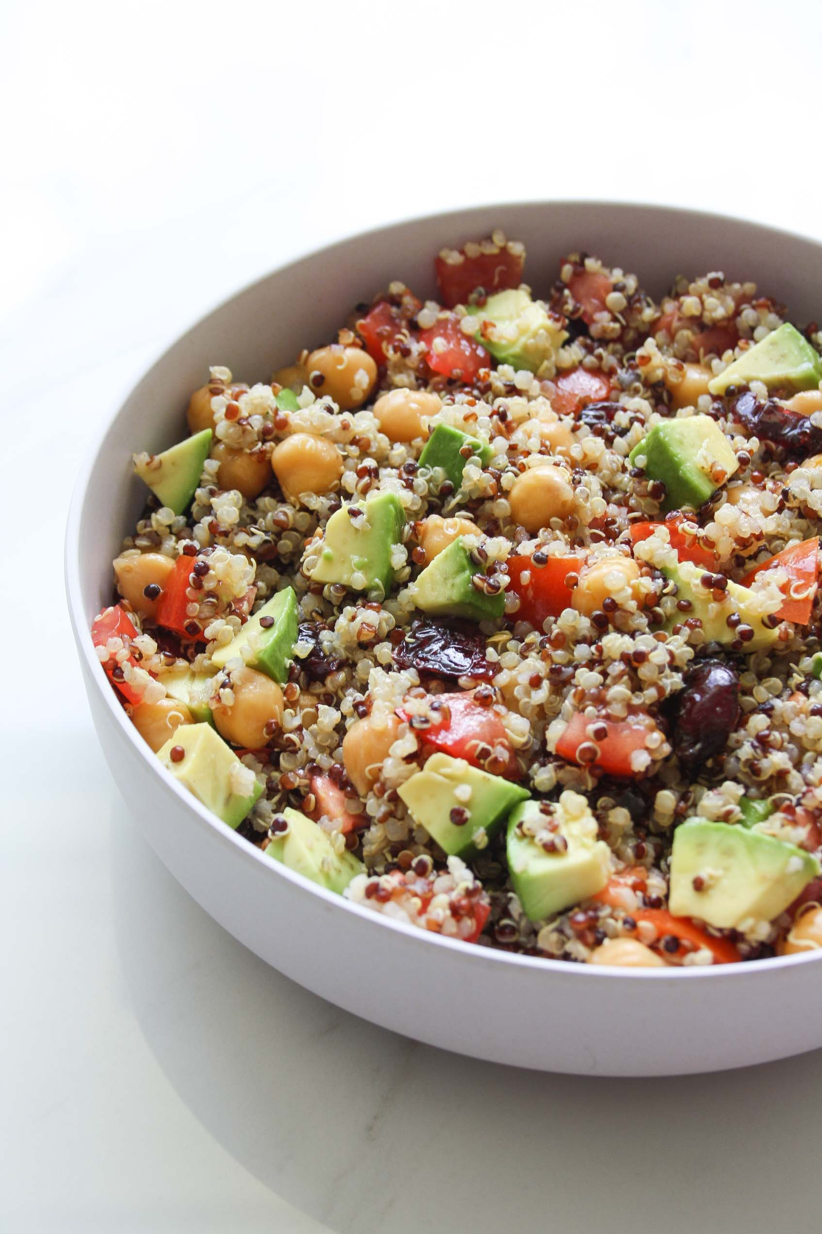 quinoa salad with avocado, tomatoes, chickpeas and cranberries